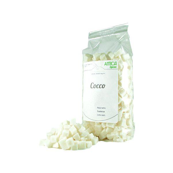 cocco disidratato a cubetti in confezione da 250 grammi 500 grammi o 1 kg